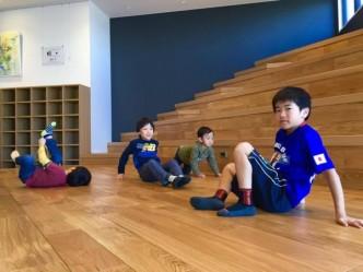 今日も階段教室は子どもたちに大人気でした!